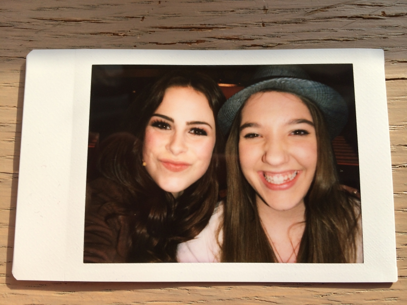 Lena und Julia Polaroid der Blind Auditions